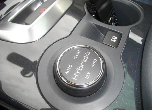 Peugeot 3008 Hybrid4: prova su strada del primo diesel ibrido al mondo - Foto 21 di 26