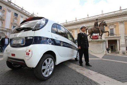 Citroen consegna 14 C-Zero a Roma Capitale - Foto 12 di 15