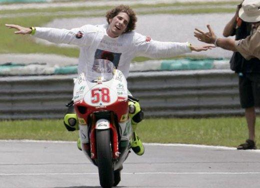 Al GP di Valencia tutti in pista col 58 di Marco Simoncelli - Foto 32 di 42
