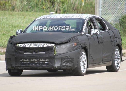 Ford Mondeo: video spia della versione 2012 - Foto 1 di 8