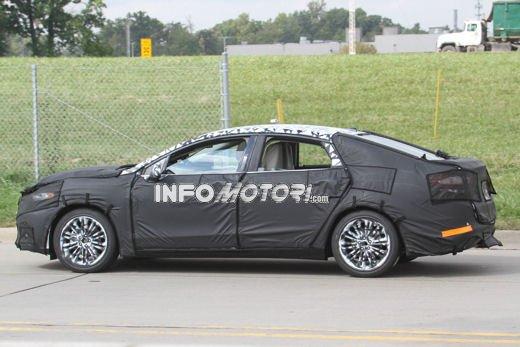 Ford Mondeo: video spia della versione 2012 - Foto 3 di 8