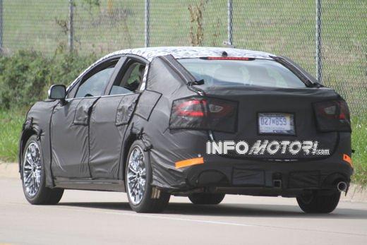 Ford Mondeo: video spia della versione 2012 - Foto 4 di 8