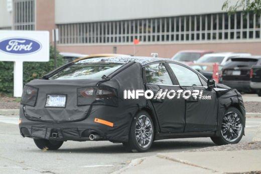Ford Mondeo: video spia della versione 2012 - Foto 5 di 8