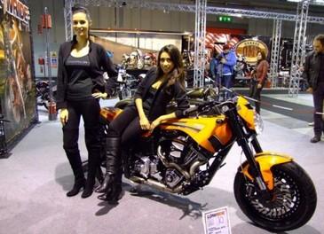 Le ragazze degli stand ad EICMA 2011