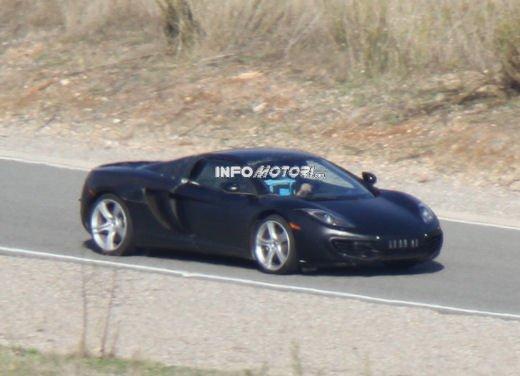Prime foto spia della nuova McLaren MP4-12C Spider