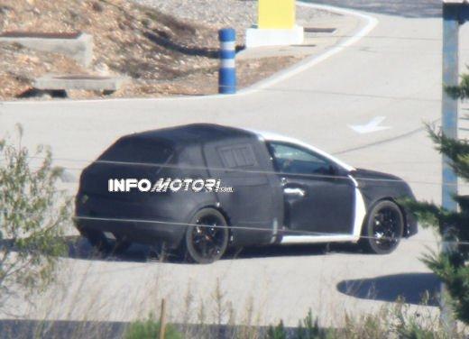 Nuove immagini spia della Seat Leon 5 porte - Foto 14 di 22