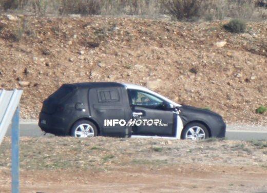 Nuove immagini spia della Seat Leon 5 porte - Foto 16 di 22