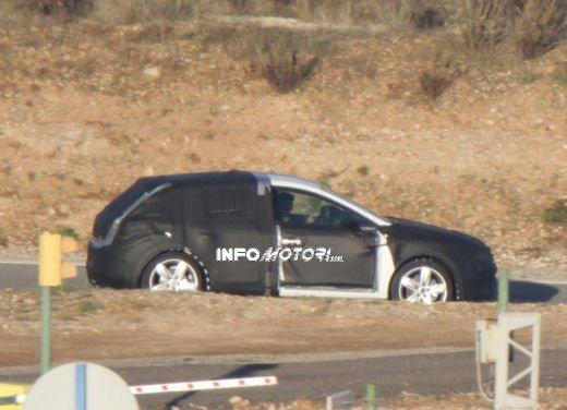 Nuove immagini spia della Seat Leon 5 porte - Foto 18 di 22