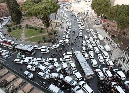 Blocco del traffico in fascia verde a Roma lunedì 7 gennaio 2013 - Foto 9 di 9