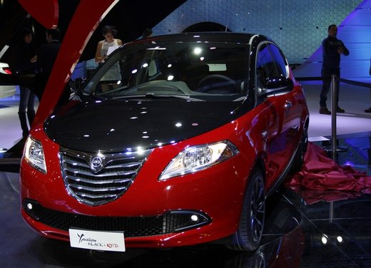 Lancia Ypsilon Black&Red - Foto 3 di 46