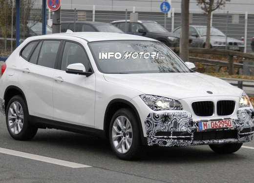 BMW X1 prime foto spia del restyling sulla neve - Foto 10 di 18