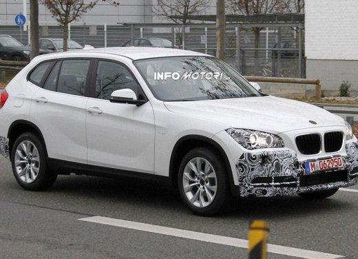 BMW X1 prime foto spia del restyling sulla neve - Foto 11 di 18