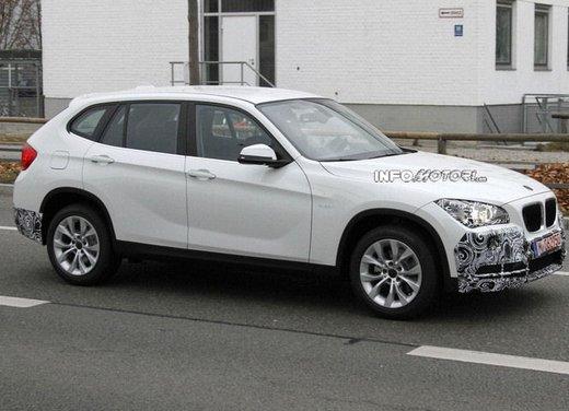 BMW X1 prime foto spia del restyling sulla neve - Foto 12 di 18