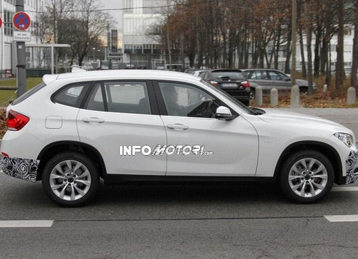 BMW X1 prime foto spia del restyling sulla neve - Foto 13 di 18