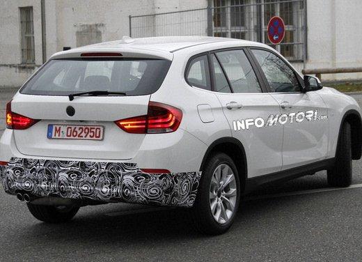 BMW X1 prime foto spia del restyling sulla neve - Foto 16 di 18