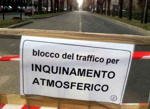 Blocco del traffico in fascia verde a Roma lunedì 7 gennaio 2013 - Foto 3 di 9