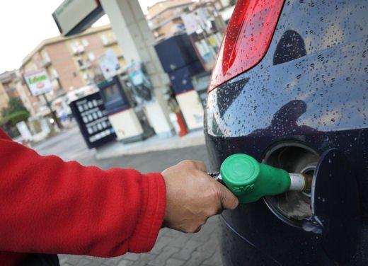Truffa nei benzinai di Roma, manomesso il prezzo della benzina