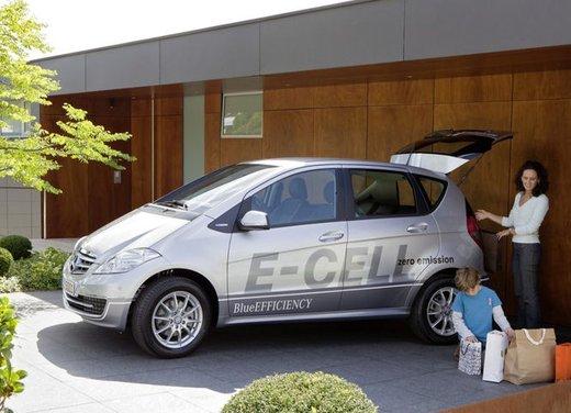 Mercedes Classe A E-Cell con ricarica induttiva senza cavo - Foto 15 di 16