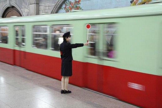 Prefetto di Milano precetta i macchinisti della linea rossa della Metro di Milano per salvare la Fiera - Foto 3 di 5
