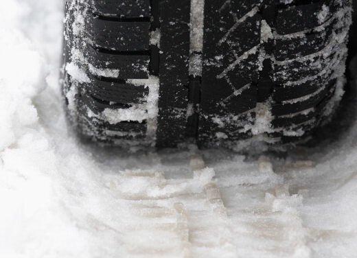 Assogomma analizza l'emendamento sull'obbligo dei pneumatici invernali e catene da neve
