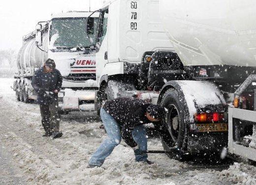 Pneumatici invernali e catene da neve: le strade in Piemonte