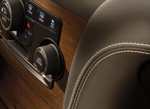 Nuova Chrysler 300 Luxury Edition - Foto 8 di 14