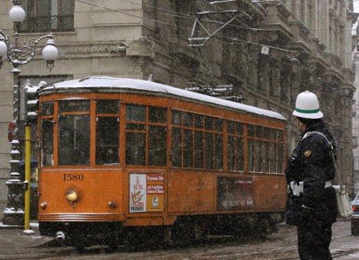 Domenica a piedi e blocco del traffico a Milano il 25 marzo 2012 - Foto 1 di 13
