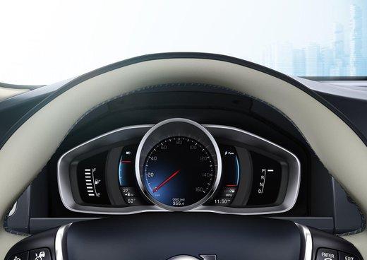 Volvo XC60 ibrida plug-in Concept - Foto 25 di 36