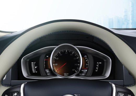 Volvo XC60 ibrida plug-in Concept - Foto 27 di 36
