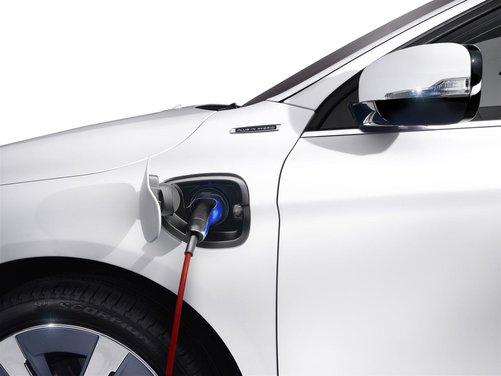 Volvo XC60 ibrida plug-in Concept - Foto 17 di 36