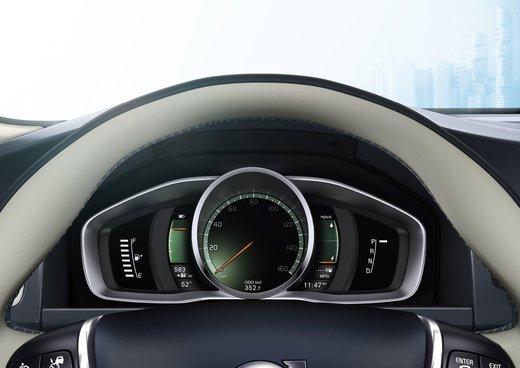Volvo XC60 ibrida plug-in Concept - Foto 26 di 36