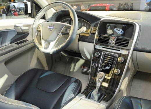 Volvo XC60 ibrida plug-in Concept - Foto 3 di 36