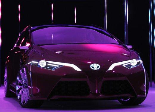 Toyota NS4 Plug-In Hybrid Concept - Foto 5 di 24