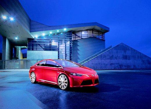 Toyota NS4 Plug-In Hybrid Concept - Foto 12 di 24