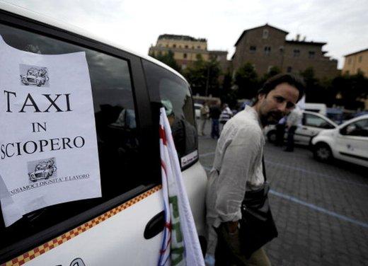 Blocco del traffico in fascia verde a Roma lunedì 7 gennaio 2013 - Foto 6 di 9