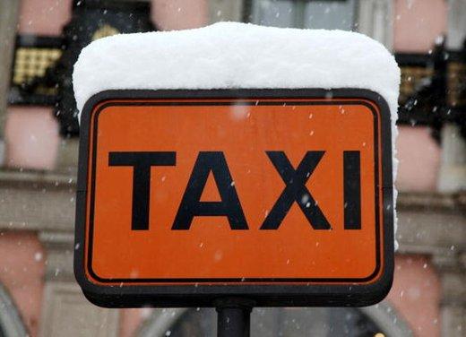 Tassisti in agitazione si concentrano coi loro Taxi a Roma mentre Monti li rivede oggi