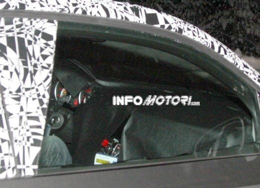 Foto spia della Opel Junior, la nuova compatta attesa per fine anno - Foto 10 di 17