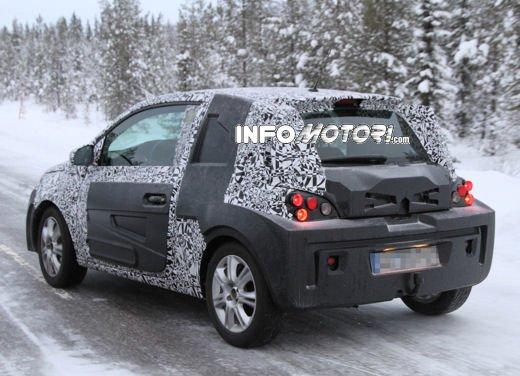 Foto spia della Opel Junior, la nuova compatta attesa per fine anno - Foto 16 di 17