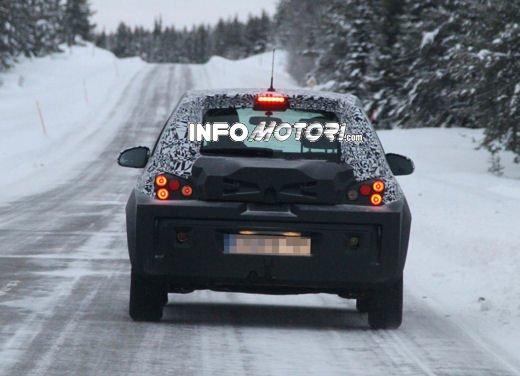 Foto spia della Opel Junior, la nuova compatta attesa per fine anno - Foto 17 di 17