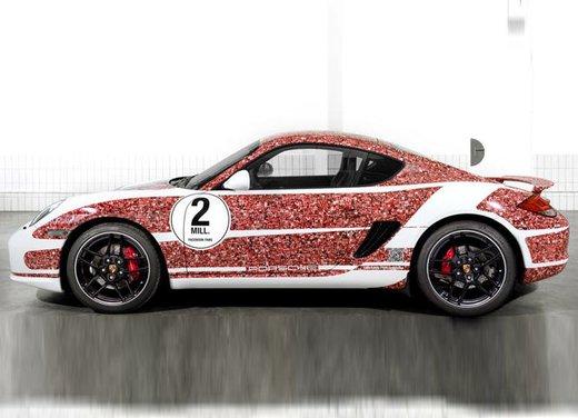 Porsche Cayman S per festeggiare 2 milioni di fan su Facebook - Foto 8 di 10