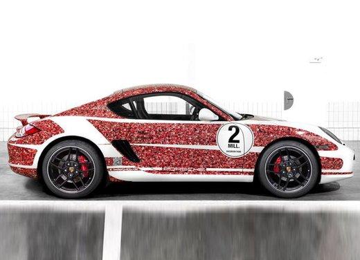 Porsche Cayman S per festeggiare 2 milioni di fan su Facebook - Foto 7 di 10