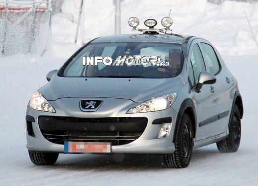 Prime foto spia della nuova Peugeot 301 - Foto 7 di 13