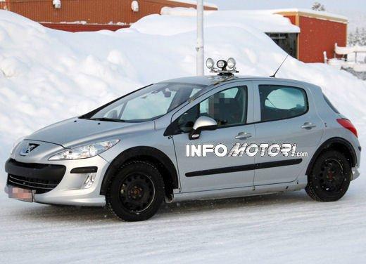 Prime foto spia della nuova Peugeot 301 - Foto 9 di 13