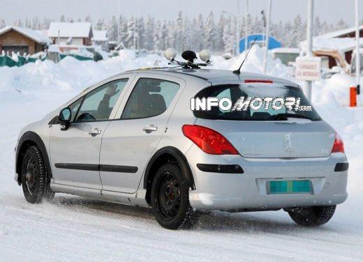 Prime foto spia della nuova Peugeot 301 - Foto 12 di 13