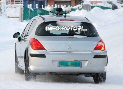 Prime foto spia della nuova Peugeot 301 - Foto 13 di 13