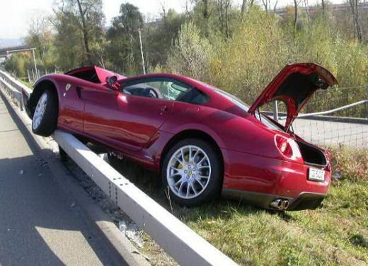 Incidenti Ferrari, tutti i crash più curiosi - Foto 12 di 22