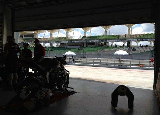MotoGP: Ben Spies in testa e Valentino Rossi  ottavo nei test della mattina - Foto 9 di 12