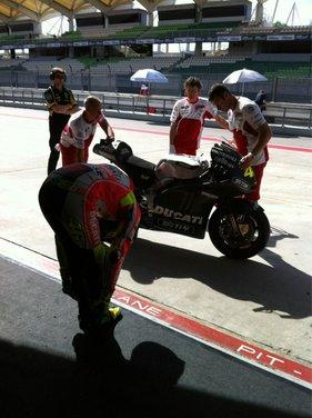 MotoGP: Ben Spies in testa e Valentino Rossi  ottavo nei test della mattina - Foto 7 di 12