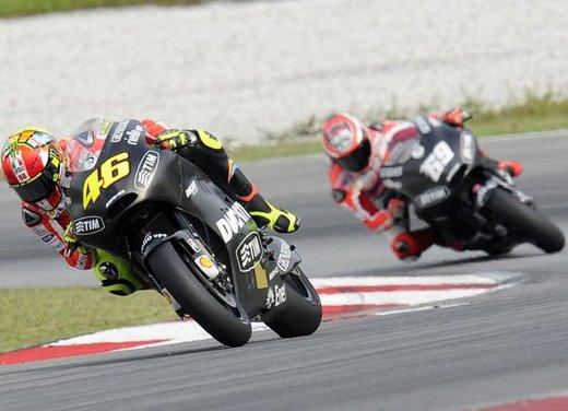 MotoGP: Ben Spies in testa e Valentino Rossi  ottavo nei test della mattina - Foto 5 di 12