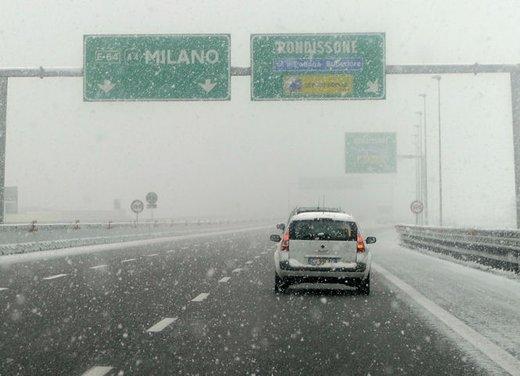 Allerta neve, catene a bordo e pneumatici invernali